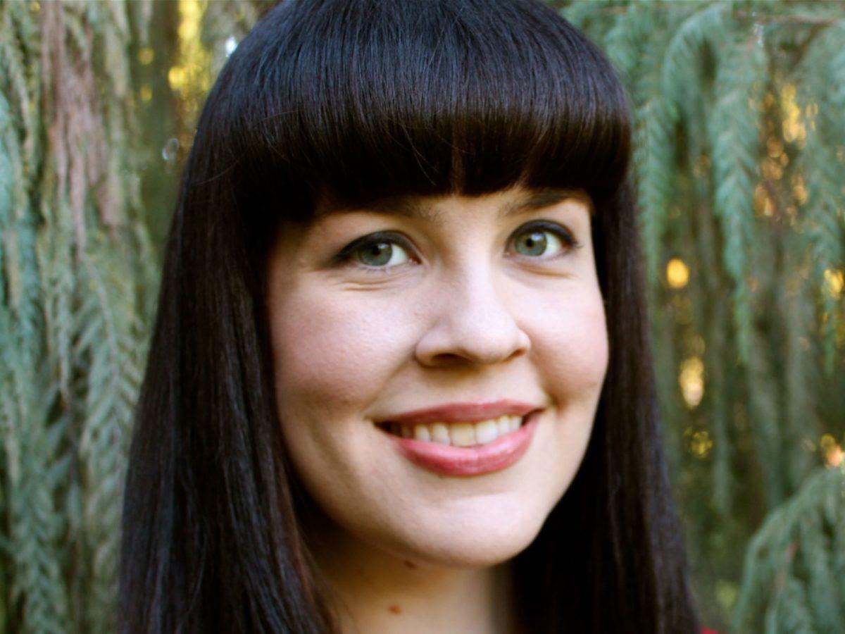 """ケイトリン・ドーティ氏 (<a href=""""https://en.wikipedia.org/wiki/Caitlin_Doughty"""" target=""""_blank"""" rel=""""noopener"""">https://en.wikipedia.org/wiki/Caitlin_Doughty</a>)"""